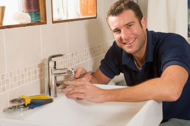content-man-fixing-leaky-sink_2