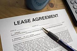 signing-lease-agreement
