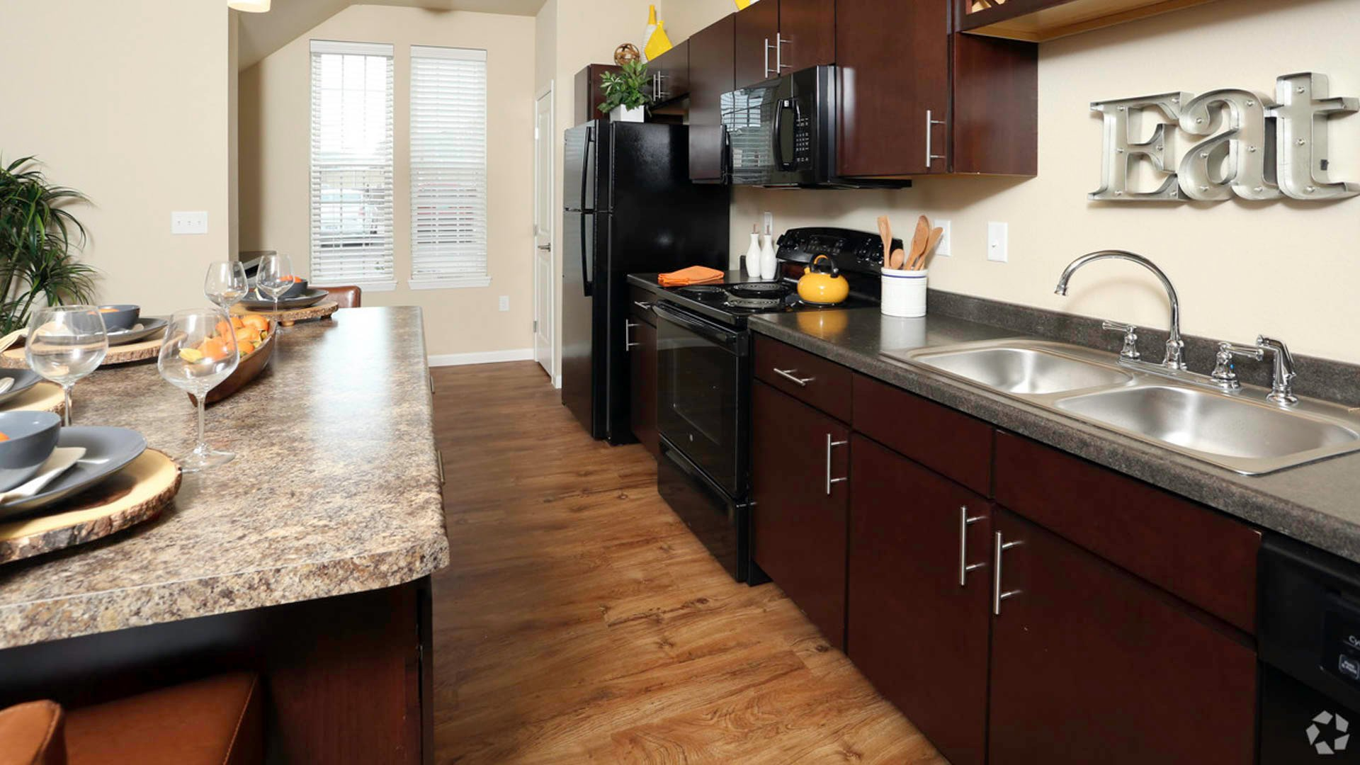 springs-at-apple-valley-apple-valley-mn-1br-1ba-grand-courtyard (5)