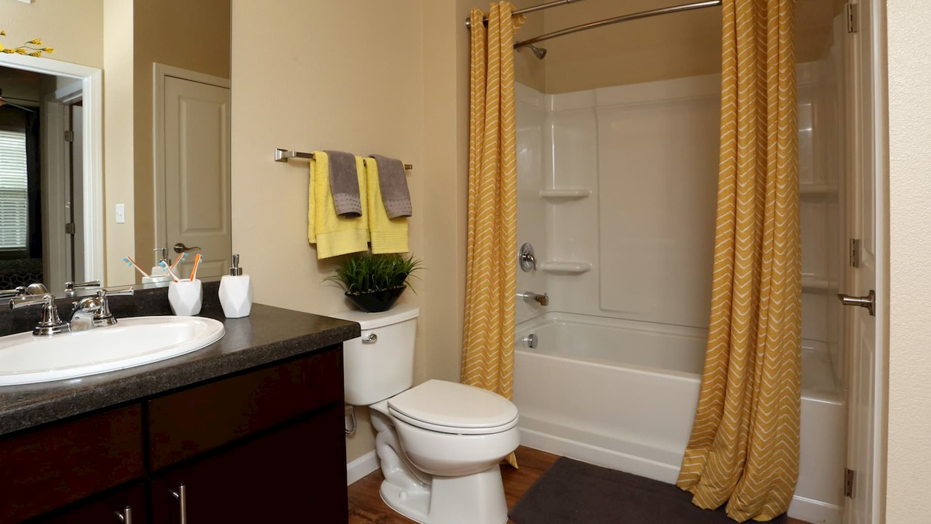 springs-at-apple-valley-apple-valley-mn-1br-1ba-grand-courtyard-1