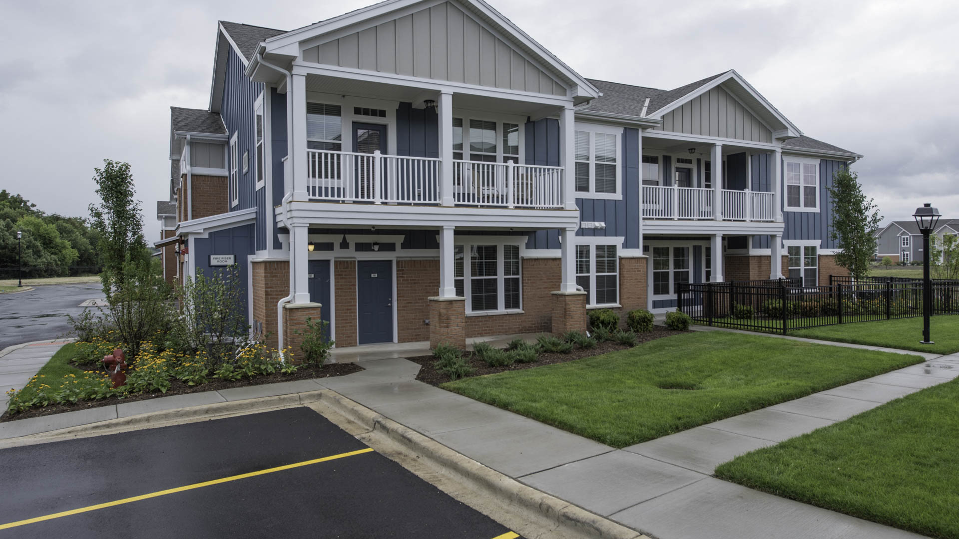Springs at Canterfield apartment exterior and parking lot