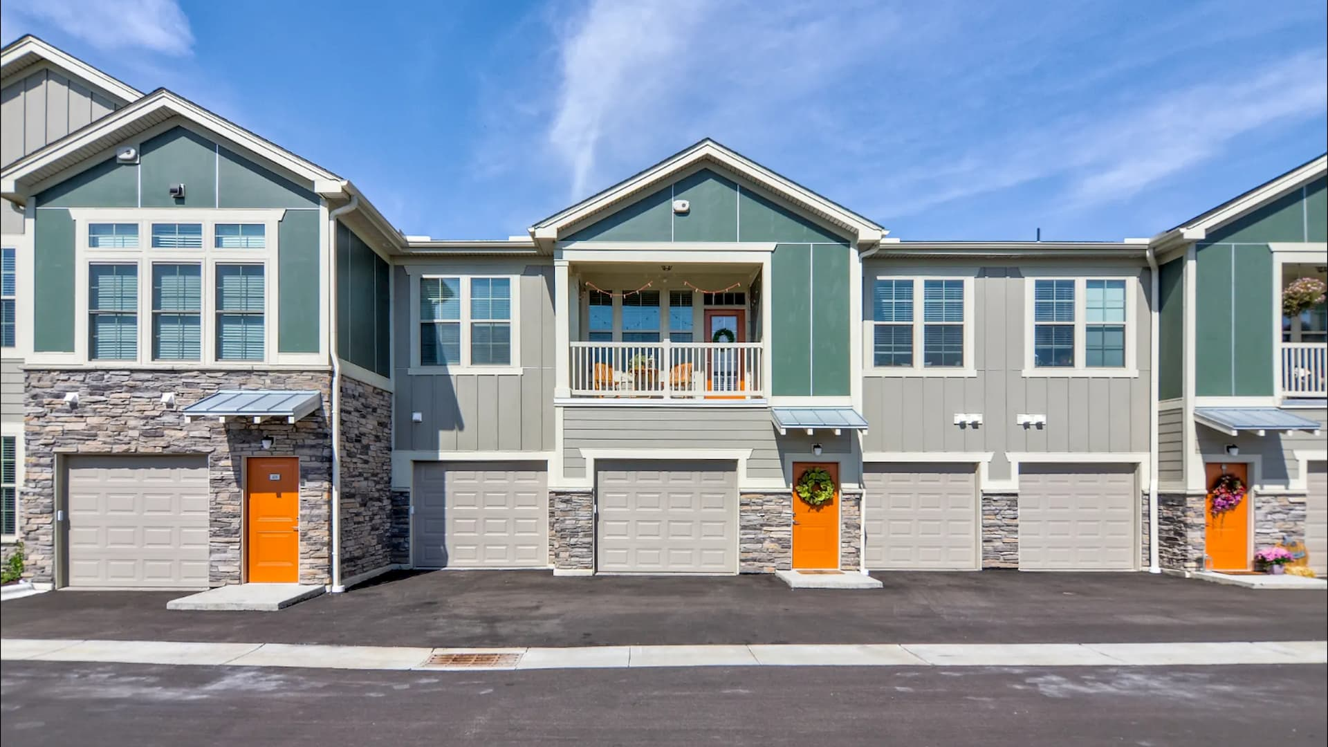 Townhome Apartment Exterior in Apple Valley at Springs at Cobblestone Lake 3