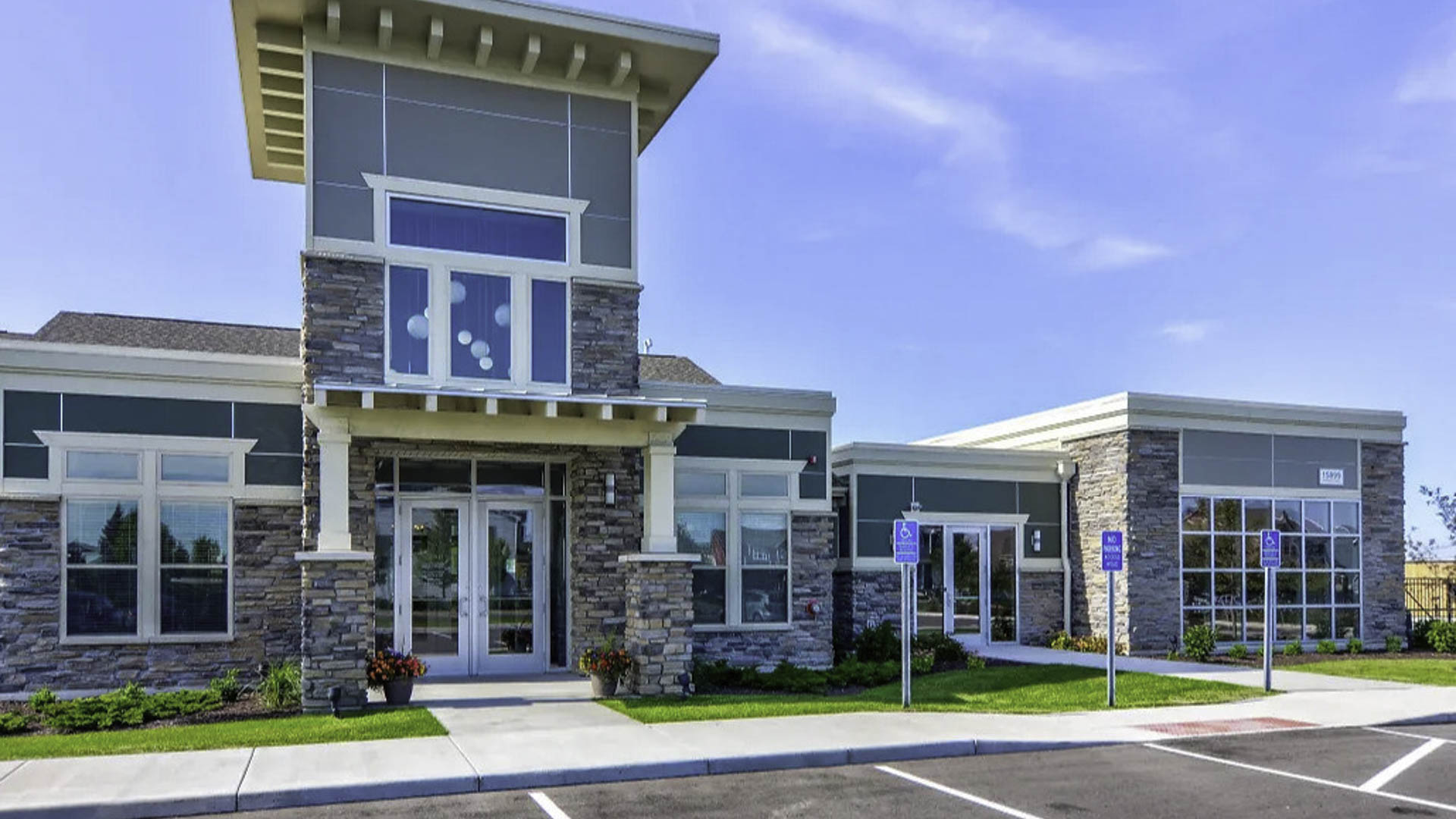 springs-at-cobblestone-lake-apple-valley-mn-building-photo (1)