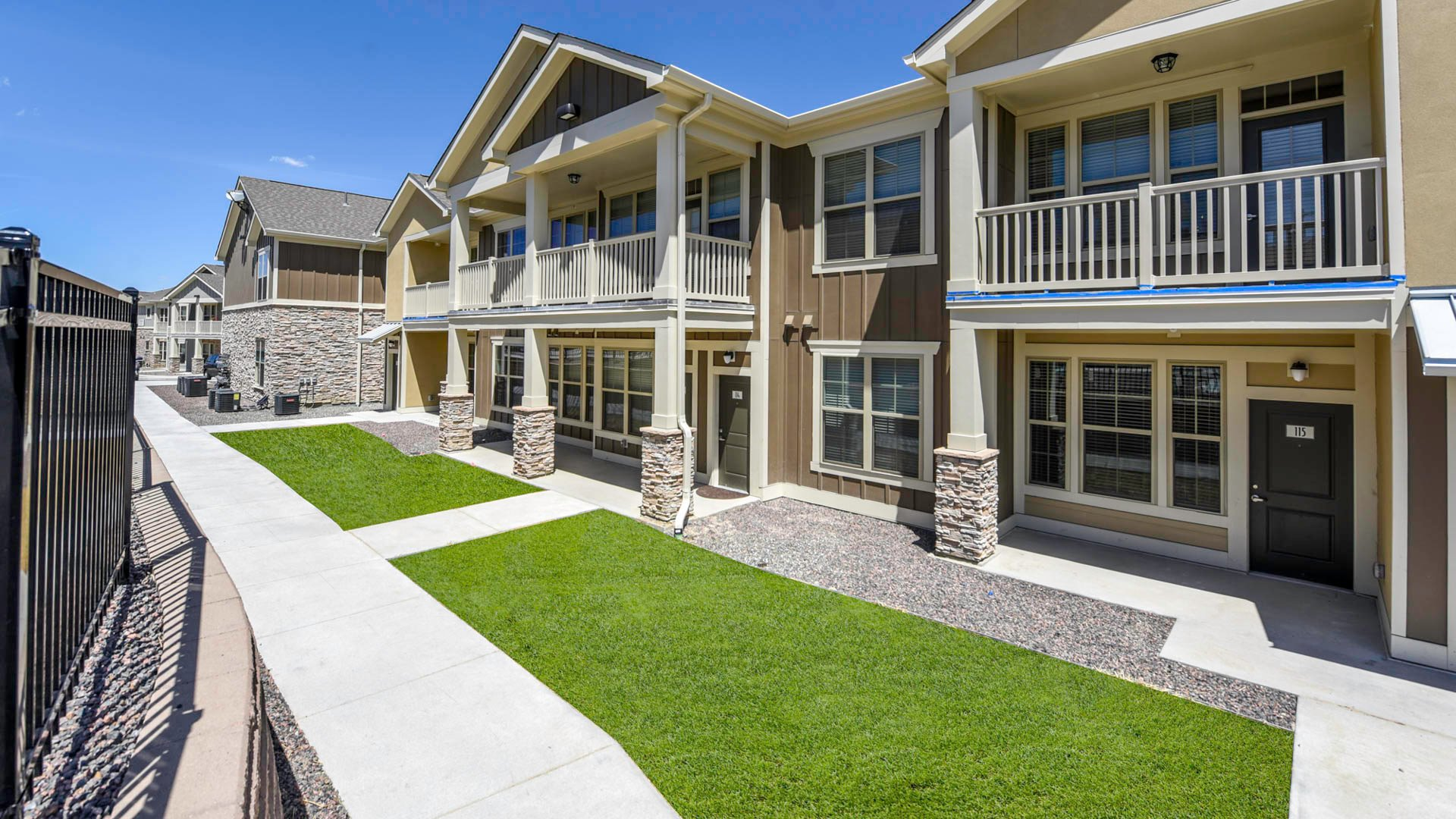 Springs at Eagle Bend apartment exterior