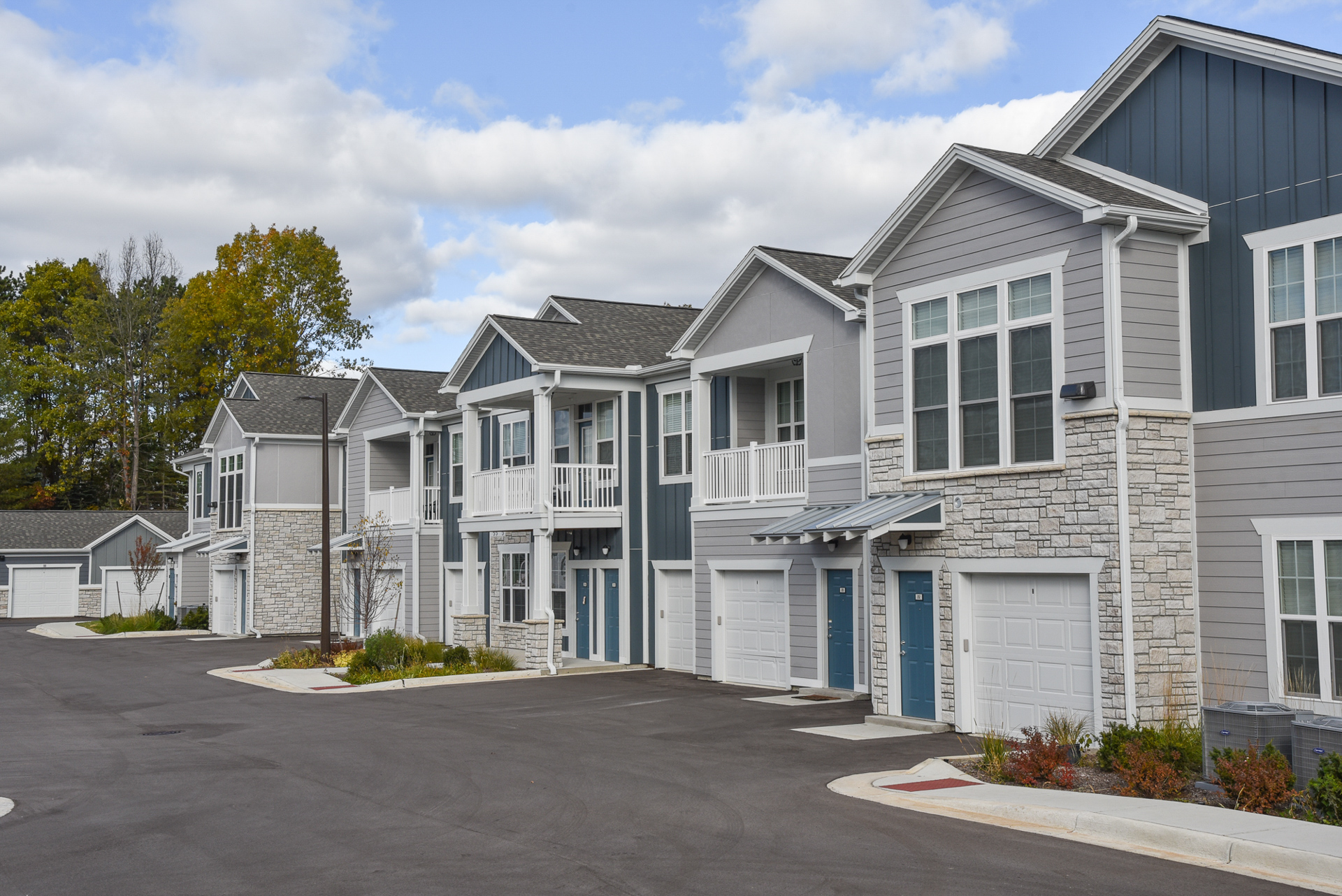 Springs at Knapp's Crossing apartments exteriors with attached garages