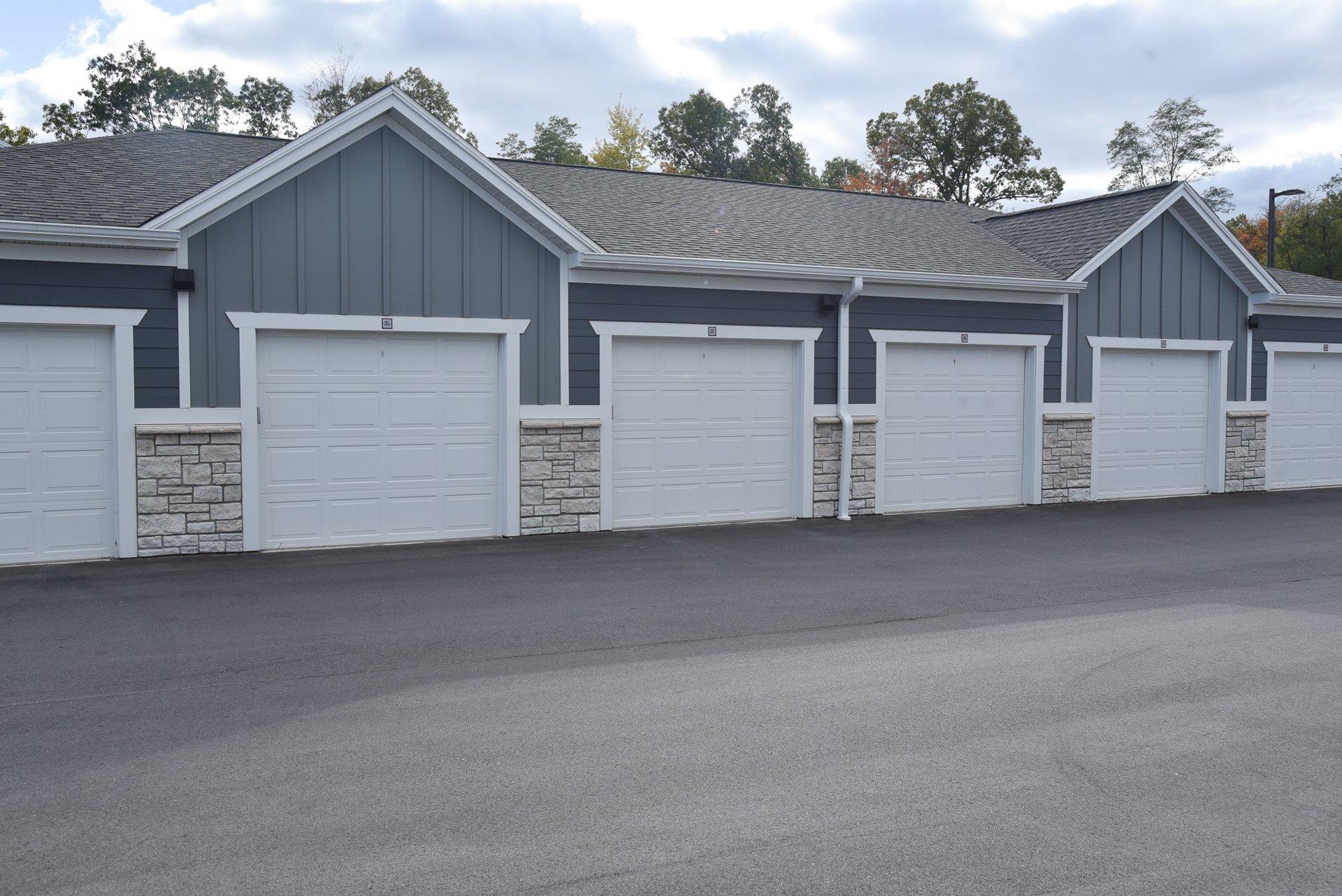 Springs at Knapp's Crossing detached garages