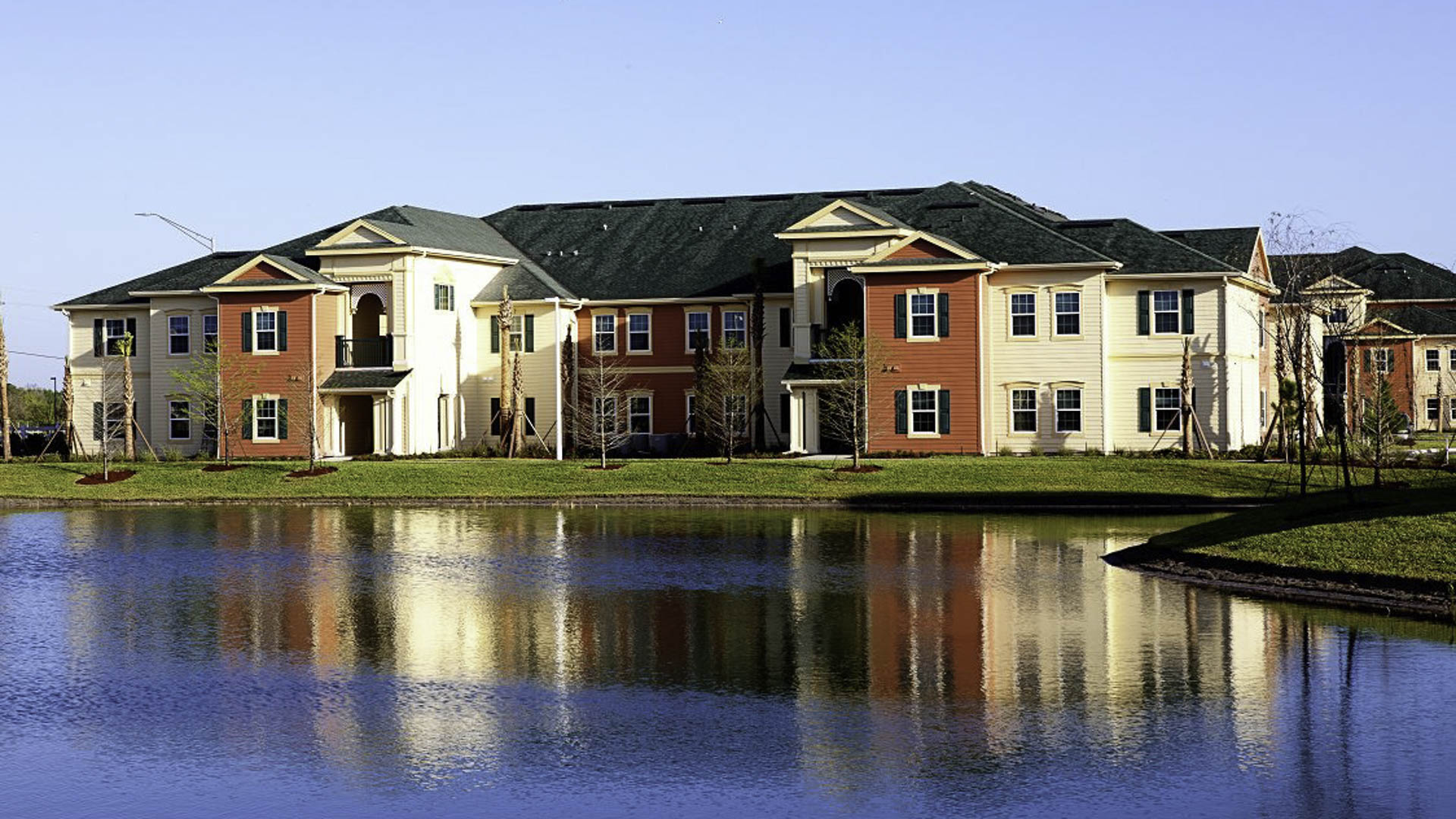 Lost Creek at Lakewood Ranch apartment exteriors and pond