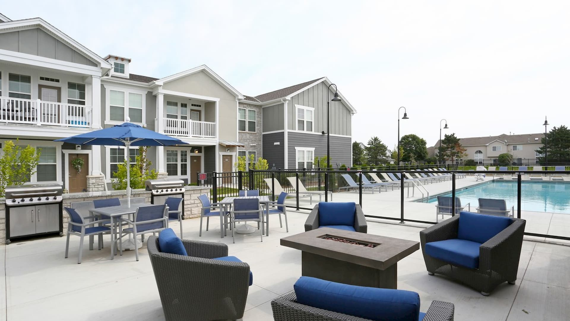 springs-at-orchard-road-apartments-north-aurora-il-pool-patio
