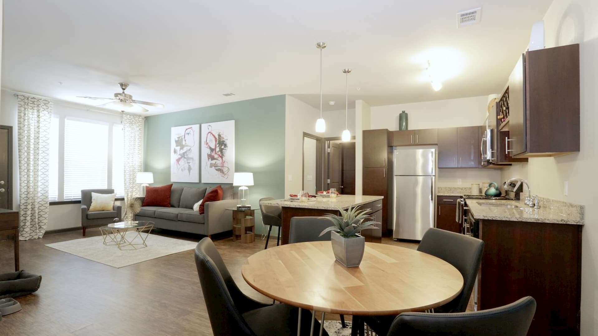 springs-at-south-elgin-south-elgin-il-2br-grand-courtyard---dining-area
