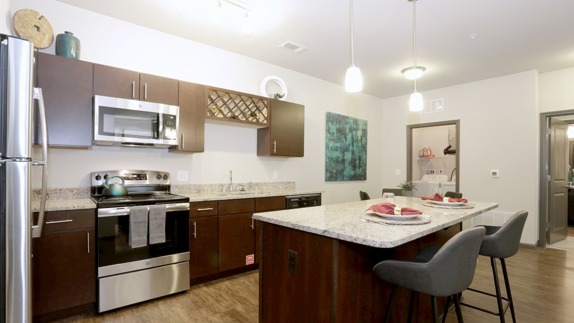 springs-at-south-elgin-south-elgin-il-2br-grand-courtyard---kitchen (1)