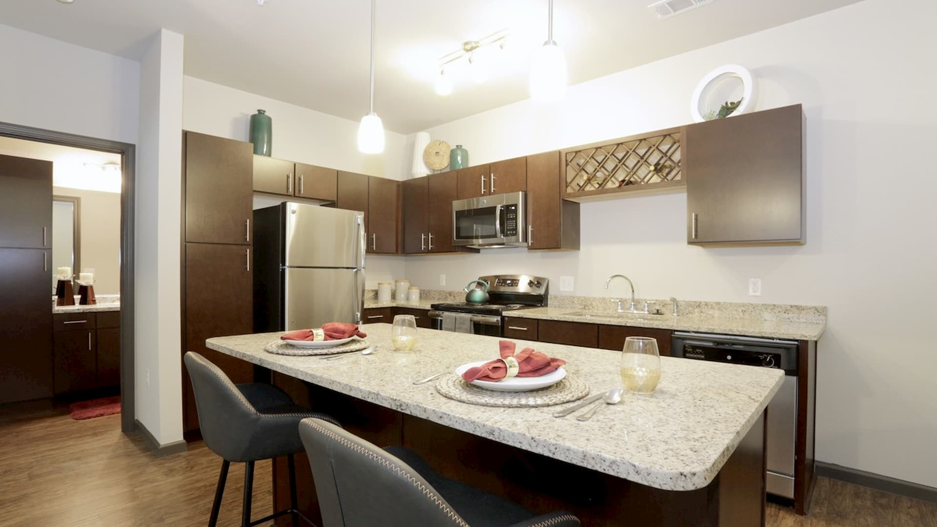 springs-at-south-elgin-south-elgin-il-2br-grand-courtyard---kitchen (2)
