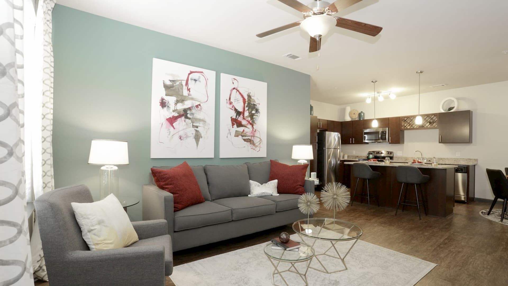 springs-at-south-elgin-south-elgin-il-2br-grand-courtyard---living-room (1)