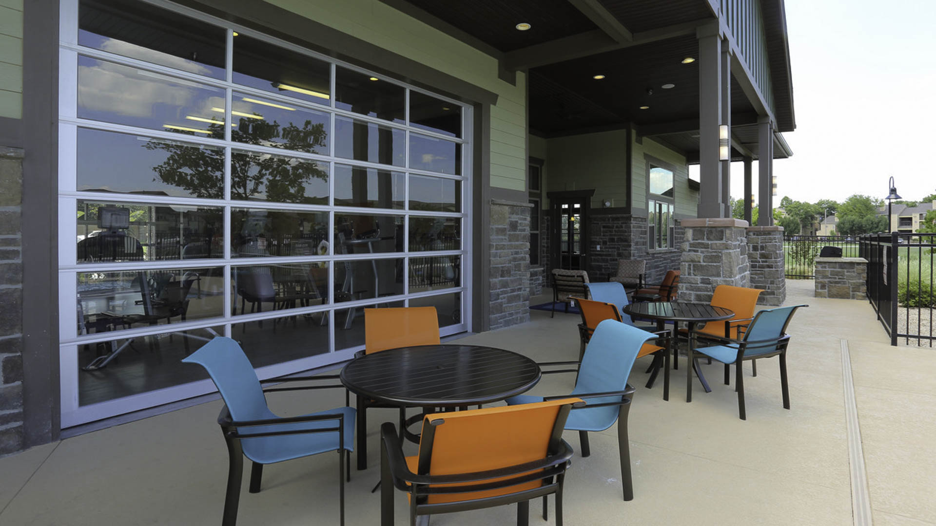 Springs at Woodlands South outdoor seating area