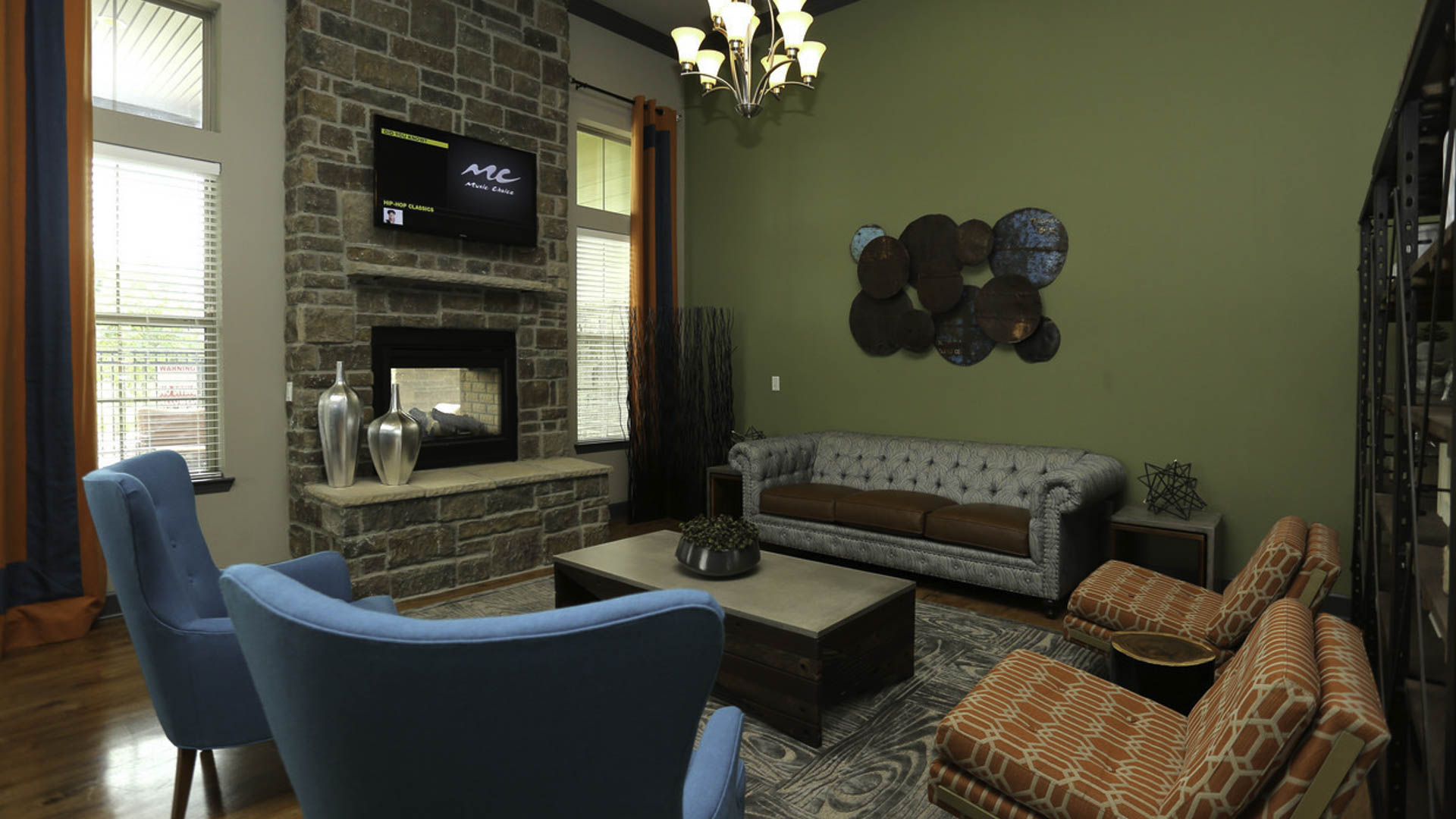 Springs at Woodlands South clubhouse interior sitting area