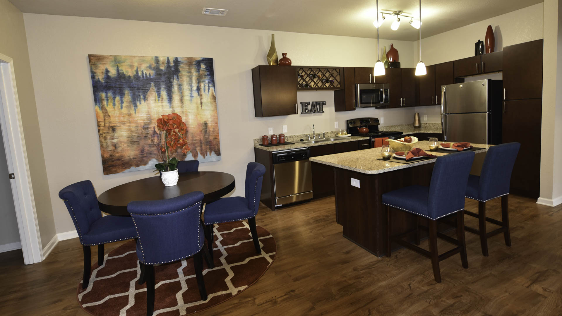 Springs at Liberty Township dining and kitchen area