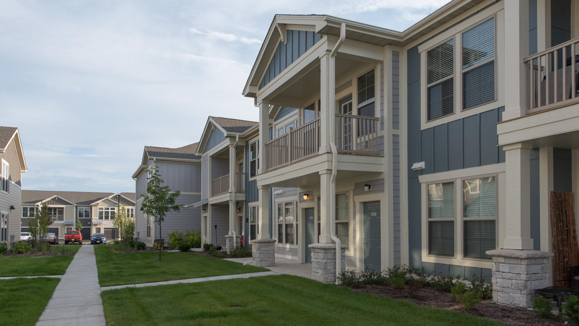 Well manicured lawns and townhome apartments at Springs at Kenosha apartments in Kenosha WI