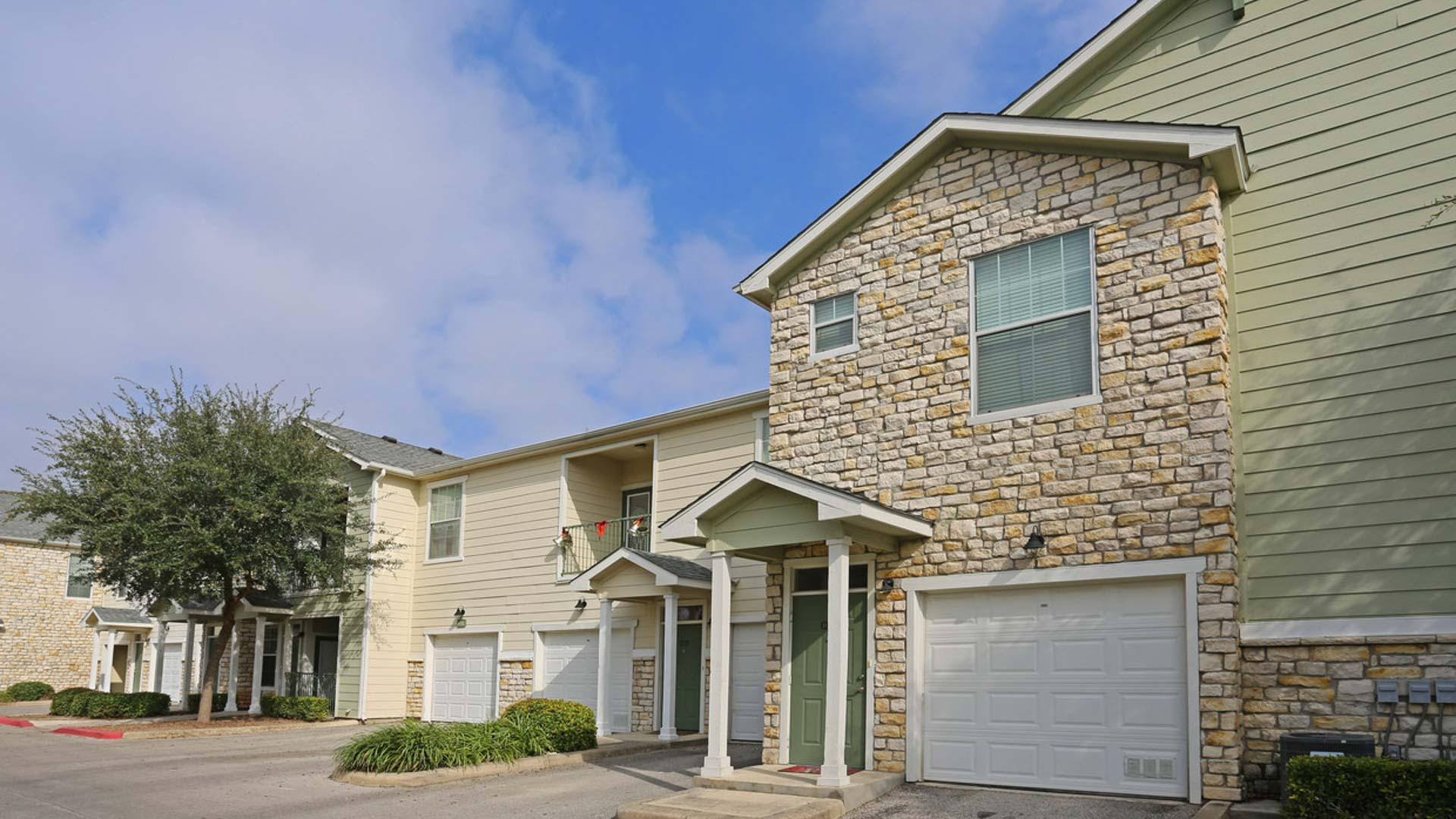 Springs at Live Oak in Live Oak apartments with garages
