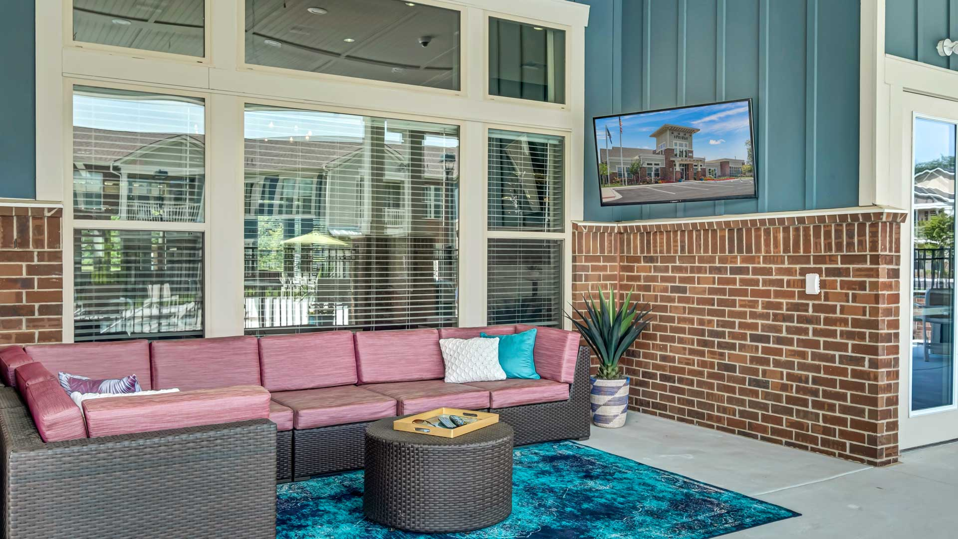 Lounge with Outdoor TV at Springs at La Grange Apartments in East Louisville, KY-22
