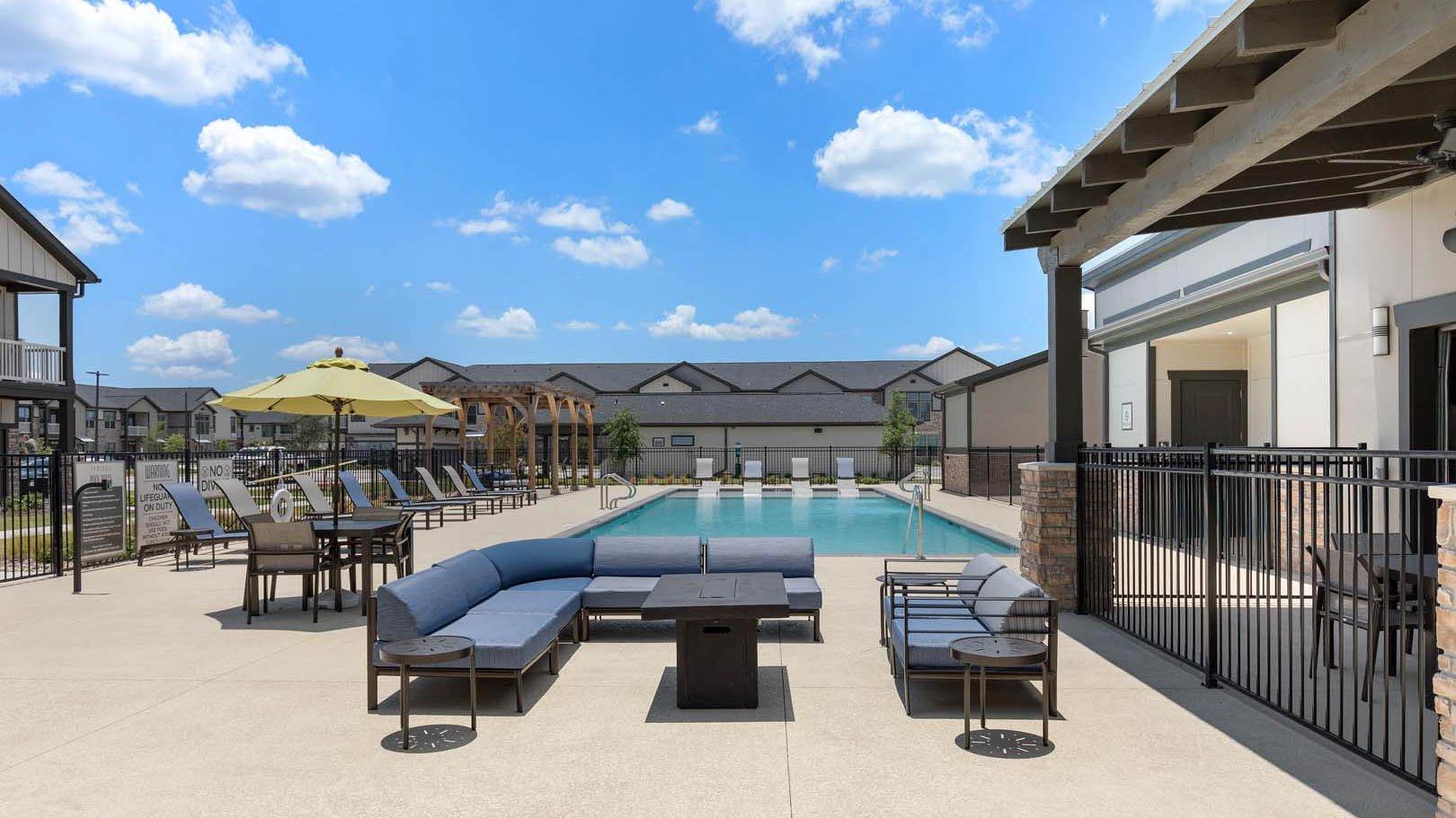 resort style pool in Rosenberg, TX