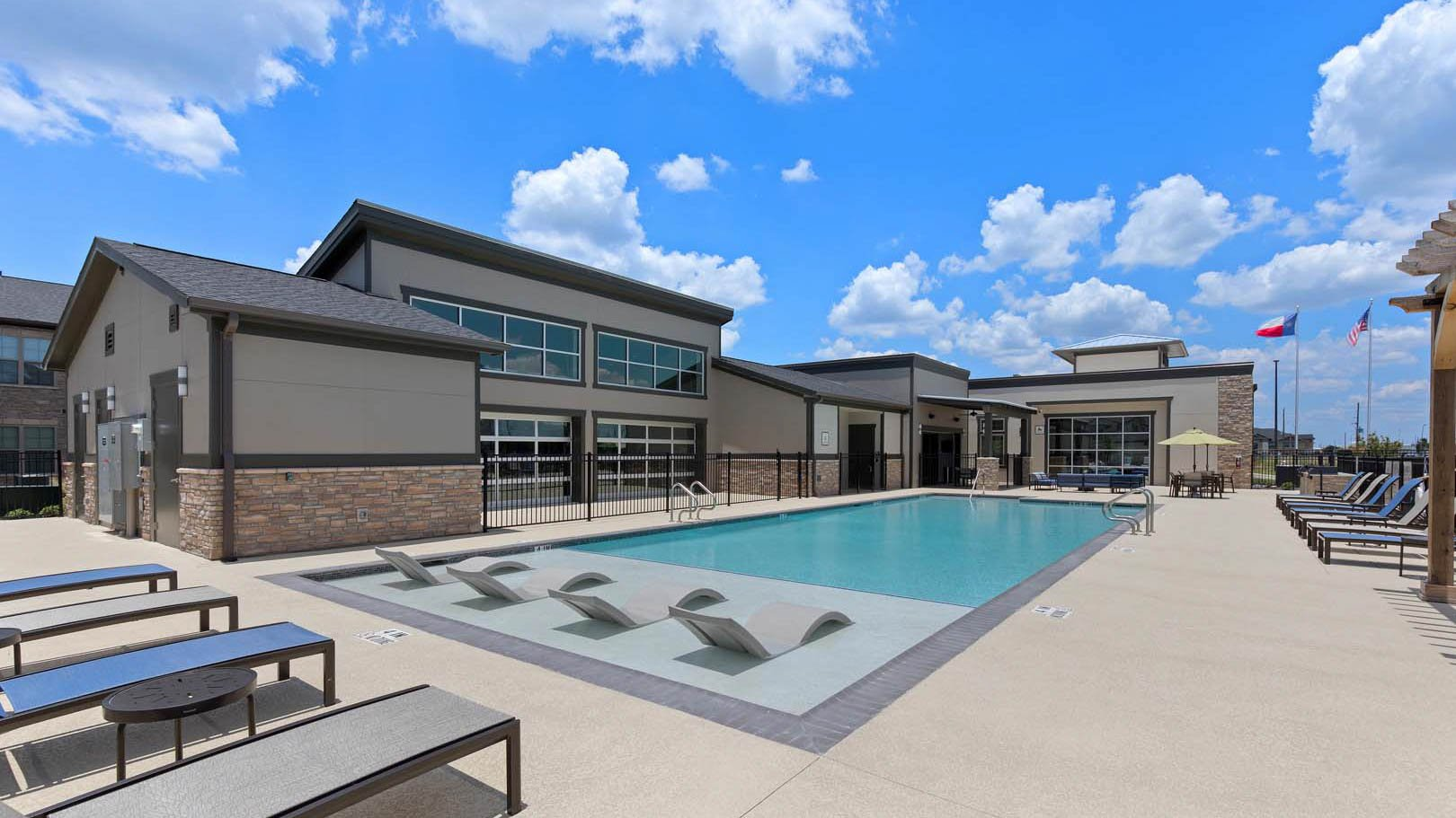Pool and clubhouse in Rosenberg, TX