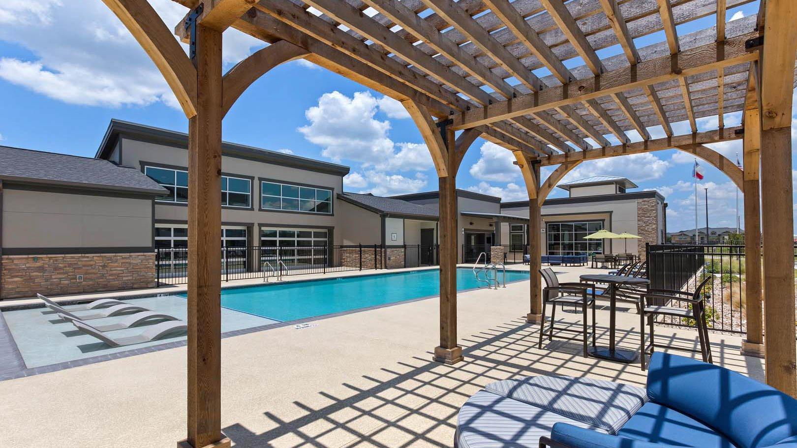 Pool and pergola in Rosenberg, TX