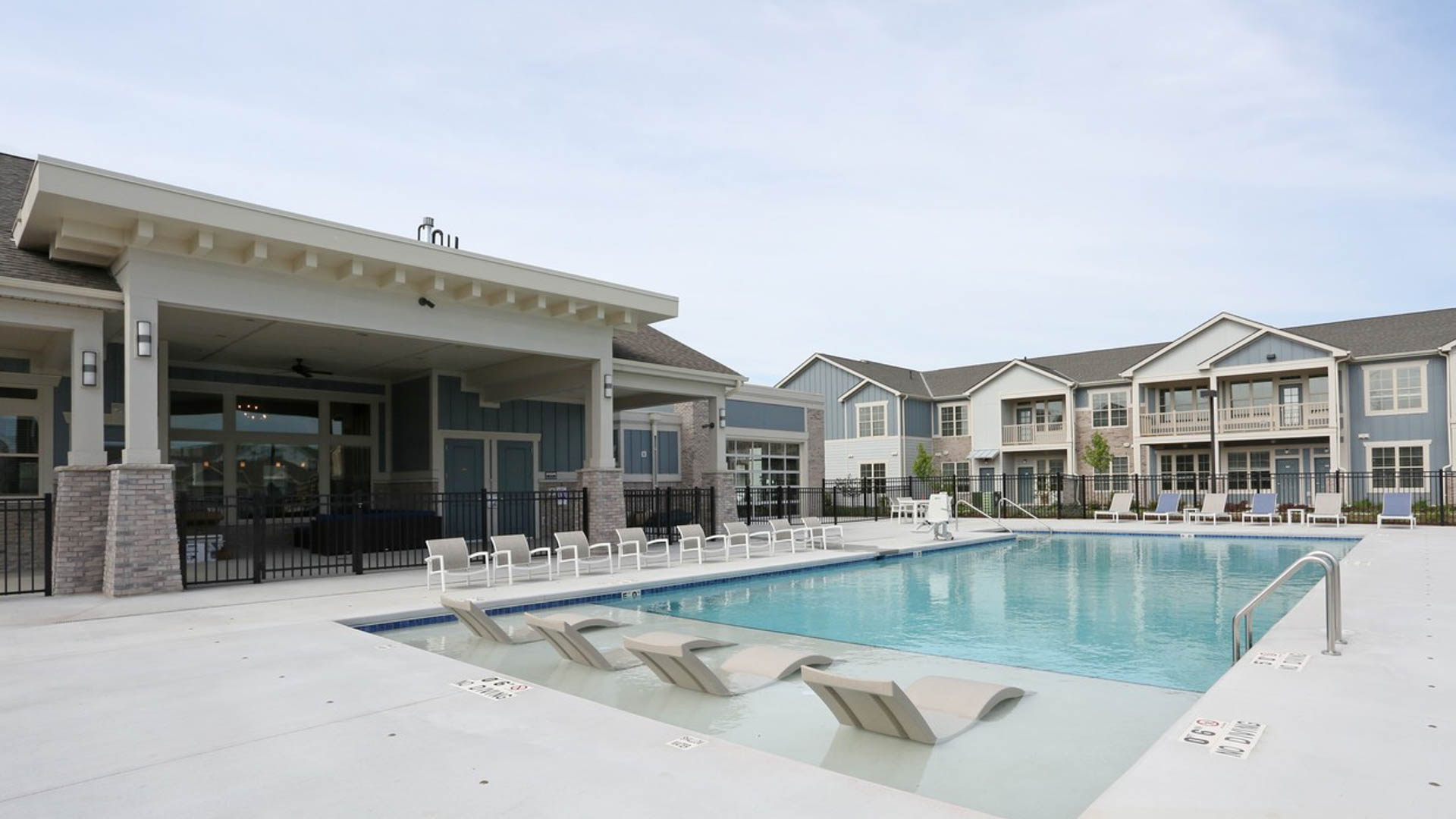 Resort Style Pool in Springs at Sun Prairie Apartments in Sun Prairie WI-16-1