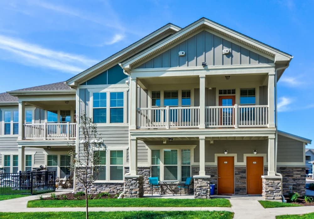 Townhome Apartment Exterior in Apple Valley at Springs at Cobblestone Lake