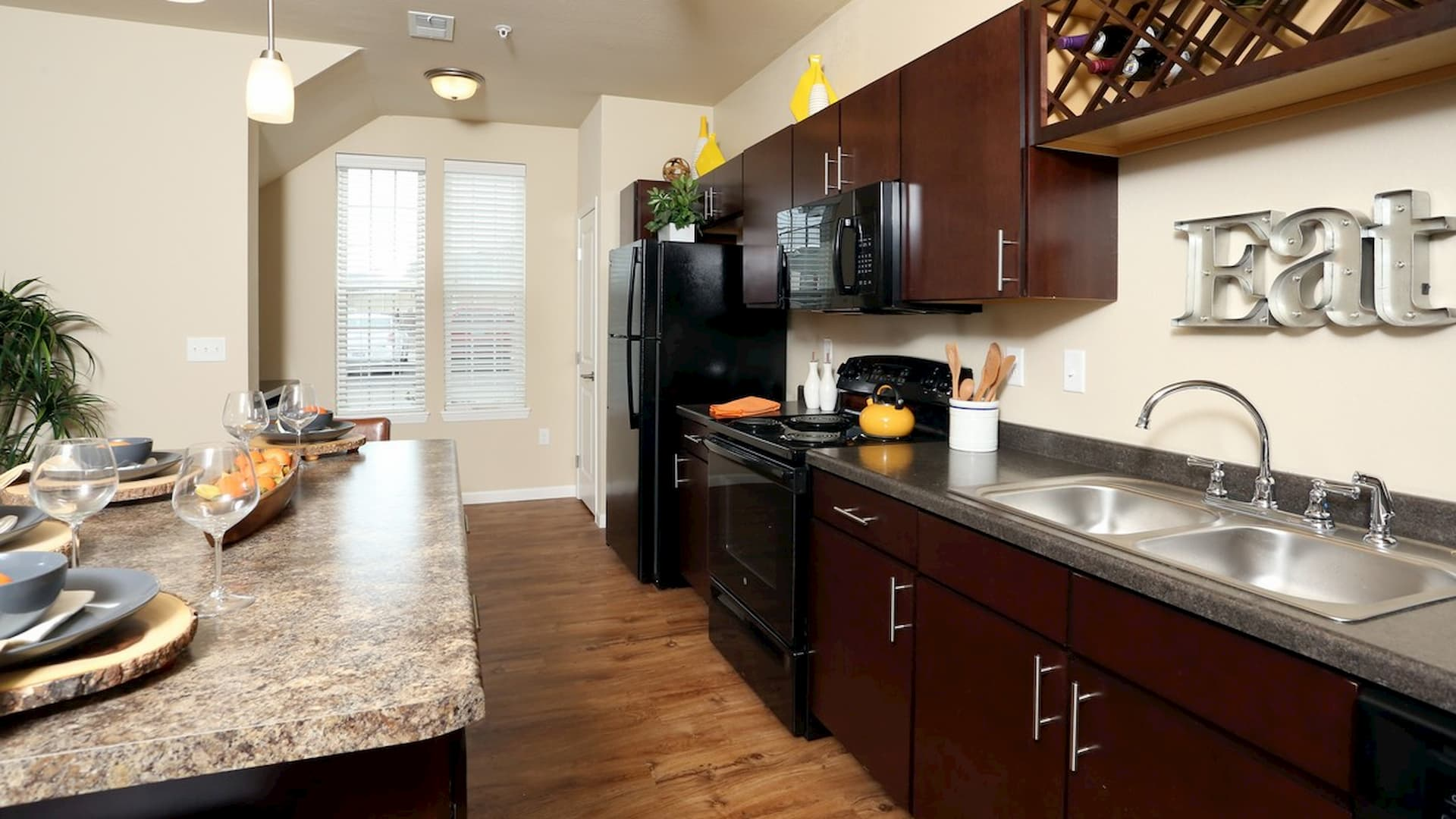 springs-at-apple-valley-apple-valley-mn-1br-1ba-grand-courtyard (3) (1)