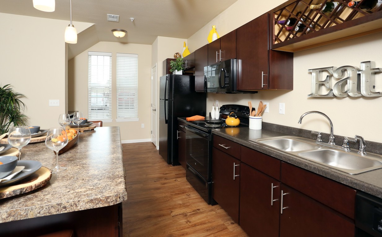 springs-at-apple-valley-apple-valley-mn-1br-1ba-grand-courtyard (3)-3