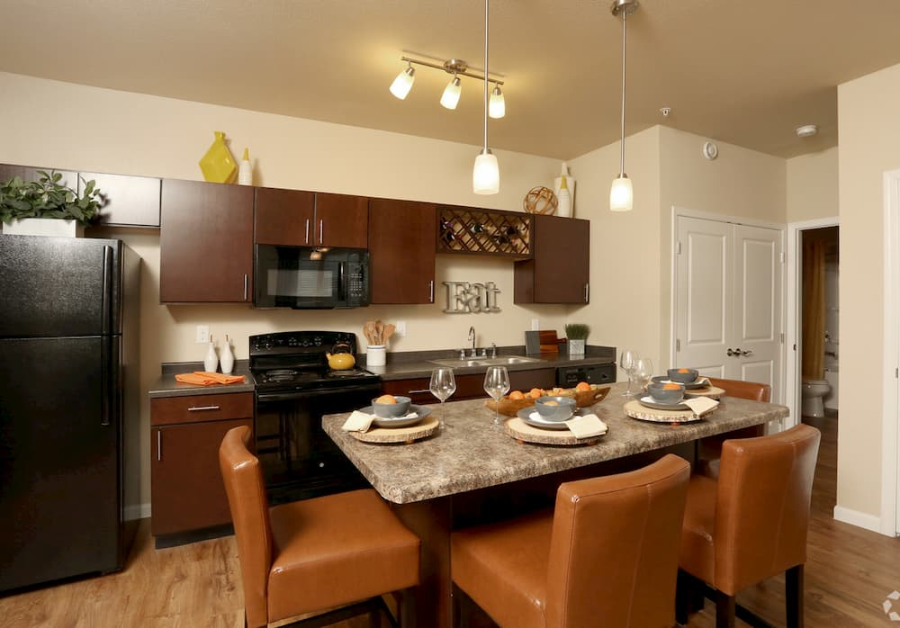 springs-at-apple-valley-apple-valley-mn-1br-1ba-grand-courtyard (4)