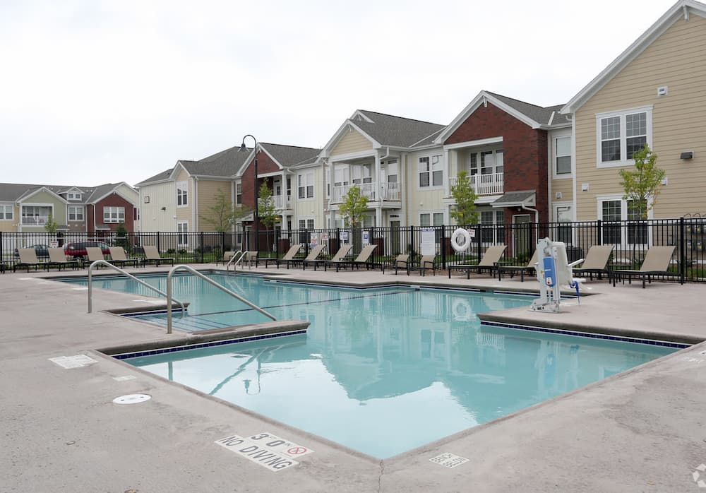 springs-at-apple-valley-apple-valley-mn-swimming-pool-area