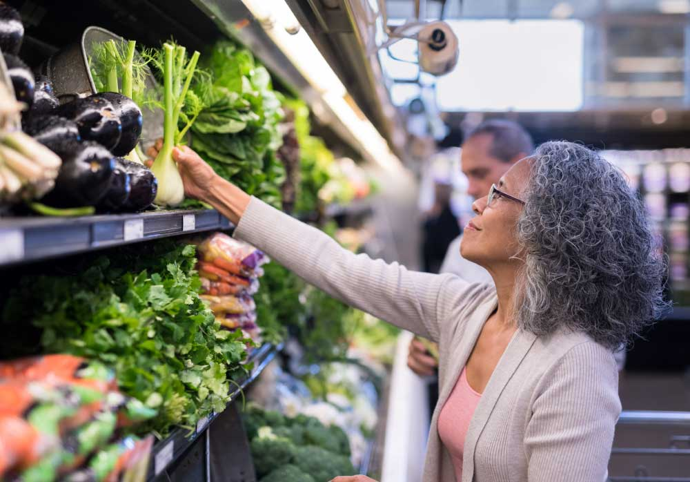 woman_shopping_fresh_vegetables